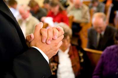 Ante la crisis financiera más gente acude a las iglesias