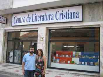 CLC España cierra una librería, pero se extiende por el  Sur