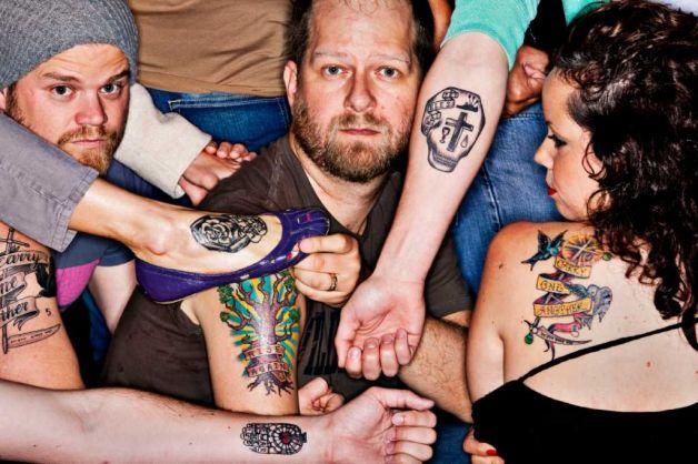 Iglesia promueve mensaje de la cuaresma por medio de tatuajes