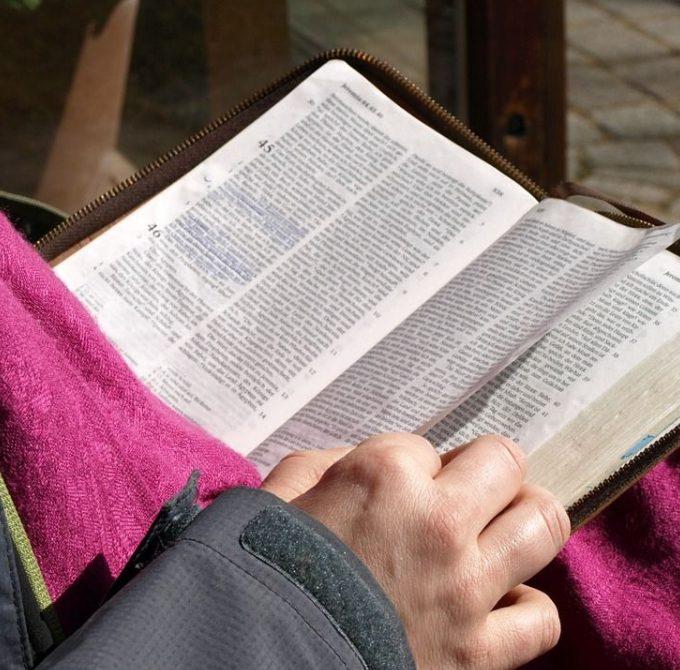 La Biblia cambia nuestra manera de pensar y actuar